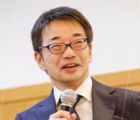 講演する小川先生の写真
