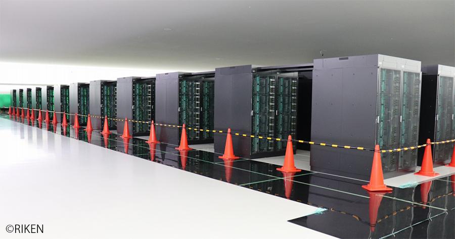 写真:計算機ラック搬入完了