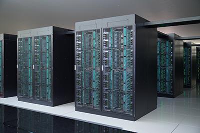 画像:現在設置中のスーパーコンピュータ「富岳」