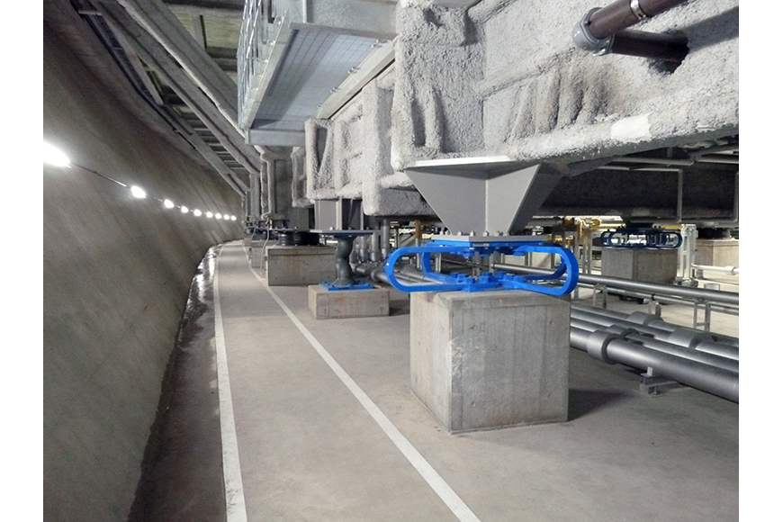 写真:免震構造が施された設備の様子